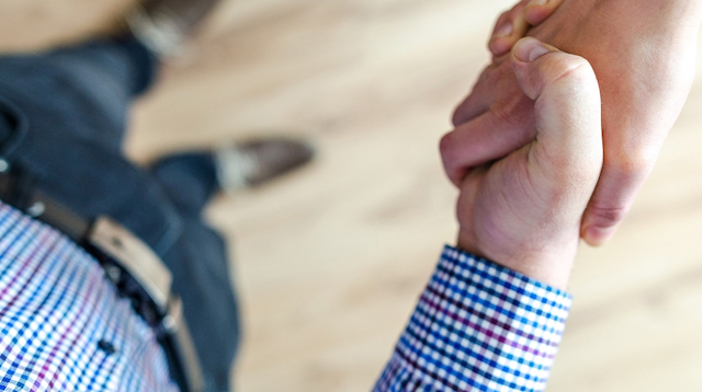How to Become an Insurance Broker Handshake